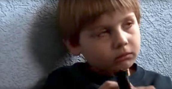 Denne gutten forteller om dødsfall som aldri har skjedd. Men da moren hørte ham, ble hun målløs!