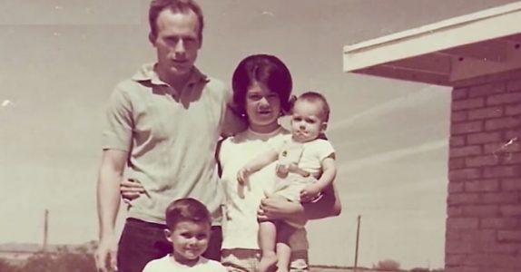 Mannen hennes forsvant sporløst. 30 år senere avsløres dobbeltlivet hans når barnebarnet ser dette på Facebook!