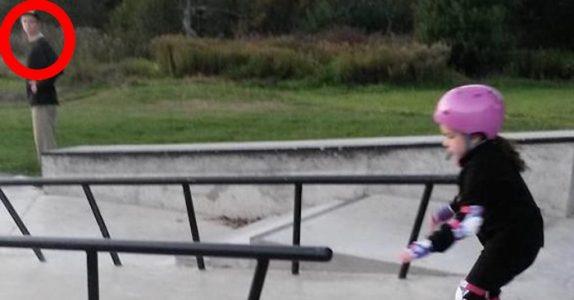 Den røykende og bannende tenåringen stirrer på 6-åringen. Så gjør han noe INGEN forventer!