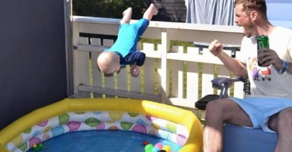 Det denne svenske pappaen gjør med babyen sin sjokkerer alle. Men en nærmere titt avslører sannheten!