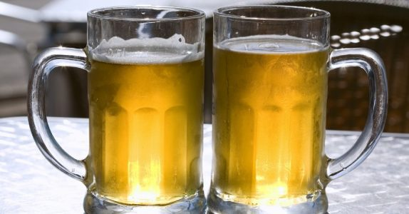 Forskere: 2 store øl fungerer bedre mot smerte enn Paracet!