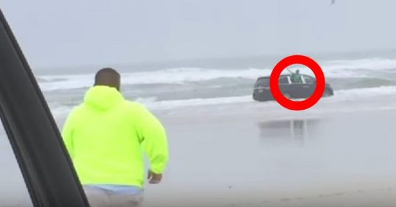 «Hjelp, mamma prøver å drepe oss!» skriker barna. Mens den gravide kvinnen kjører bilen mot havet!