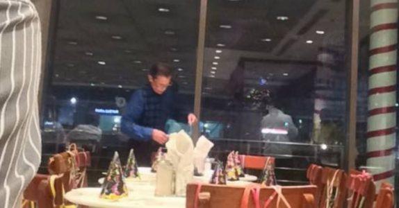 Den ensomme 61-åringen venter på bursdagsgjestene sine. Men når han reiser seg, forandres alt!