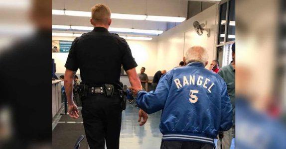Personalet sparker 92-åringen ut av banken. Da returnerer han med POLITIET for å fullføre jobben!