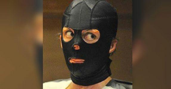 Kvinnen overlevde alvorlige brannskader. 2 år senere tar hun av masken og avslører en stor hemmelighet!
