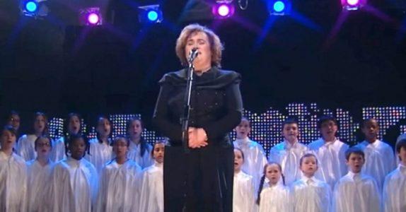 Ingen synger julesangen som Celine Dion. Men HØR når Susan Boyle løfter taket med stemmen sin!