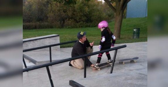Mammaen tok med seg datteren til skateparken. Det tenåringen gjorde da hylles nå av tusenvis!
