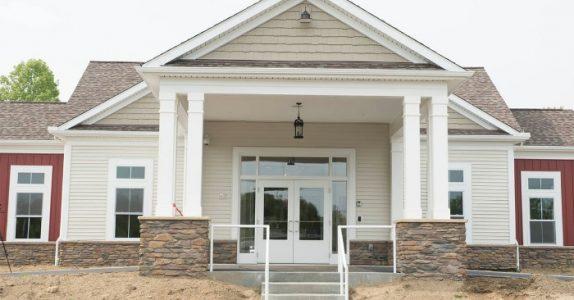 Det ser ut som et helt vanlig hus fra gaten. Men innsiden kommer til å ta pusten fra deg!