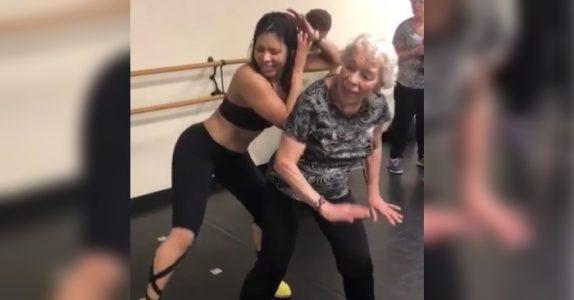 Den 90 år gamle kvinnen inntar dansegulvet. Og stegene hennes får alle til å juble!