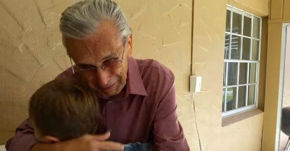 Mannen tar med seg barna og flytter nærmere foreldrene. Bestefarens reaksjon rører millioner til tårer!