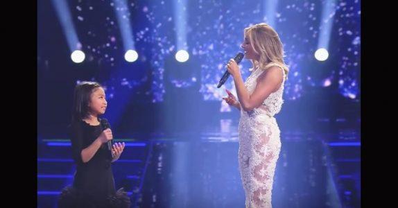 Superstjernen ber den unge jenta om å synge «You raise me up». Sekunder senere sjokkerer hun alle!
