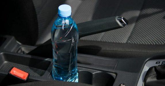Den skjulte brannfaren. Derfor bør du ALDRI legge igjen vannflaska di i bilen når sola skinner!