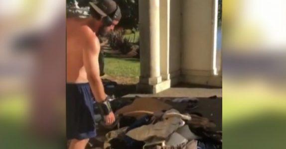 Den sjofle joggeren kaster eiendelene til hjemløs mann i innsjøen. Da tar naboene hans til motmæle!