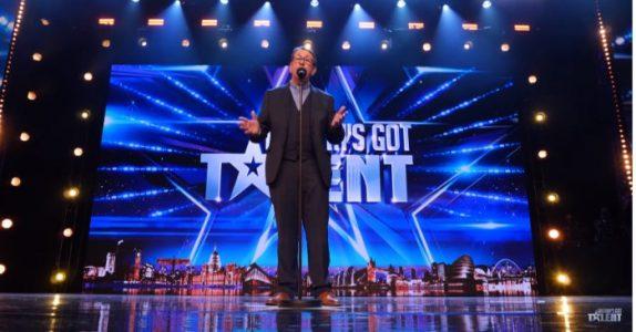 Presten melder seg på Britain's Got Talent. Så begynner han å synge, og rører ALLE til tårer!