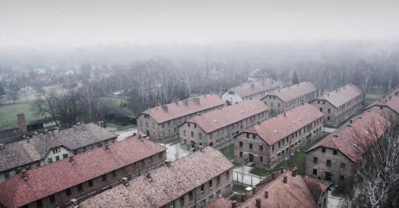 70 år etter Holocaust flyver en drone over Auschwitz. Se de ufattelige bildene den fanget!