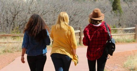 Forskere avslører: Å ta en jentetur med dine beste venninner er bra for helsen!