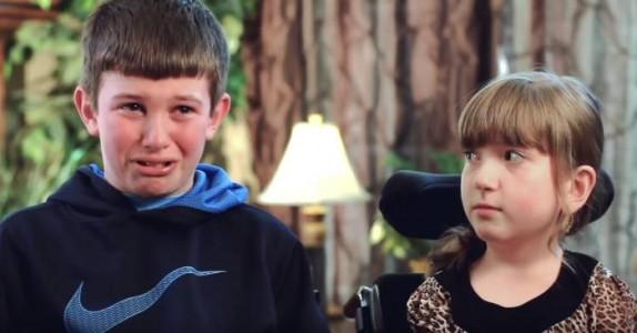 Hans søster har sittet i rullestol hele livet. Men når han avslører DETTE, bryter han sammen…