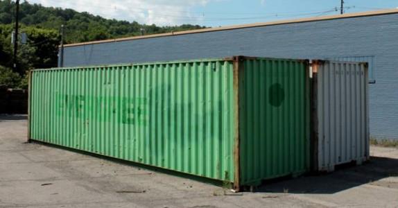 Dette var en gammel, rusten container. Men når han er ferdig med den? Jeg vil flytte inn!