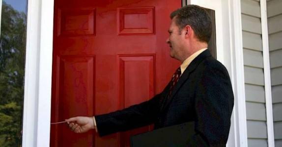 Kona åpnet døren for den fremmede mannen. Det som skjedde? Jeg ler så tårene triller!