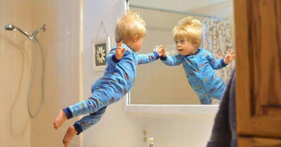 Han tar bilder av sønnen med Downs syndrom som en superhelt. Grunnen er helt fantastisk!