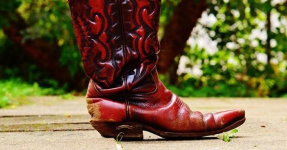 Mannen blir sur når konen ikke legger merke til de nye støvlene hans.. Svaret hennes er genialt!