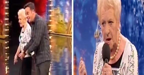 Den gamle damen blir hjulpet inn på scenen og dommerne tviler. Men når hun begynner å synge? Gåsehud!