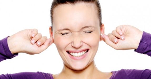 Klør du konstant i øret? DETTE er hva det betyr og hvordan man behandler det…