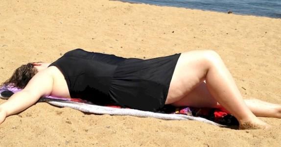Barna hennes tok bilde av henne på stranden. Hun blir kvalm helt til hun hører hva de sier…
