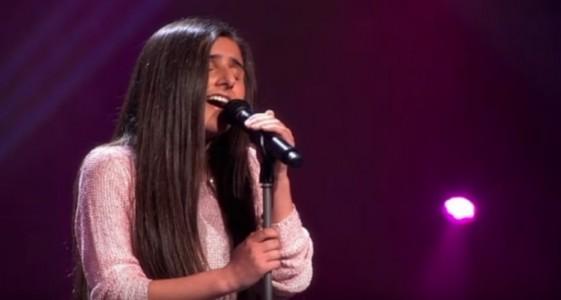 Tenåringen synger kjempehiten – når hun treffer DENNE tonen, hopper dommerne ut av stolene!