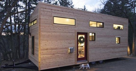 Dette oppfinnsomme paret bygget et hus på 20 kvadratmeter. VENT til du ser hva som er innvendig!