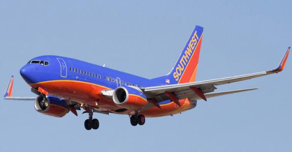 Moren får sjokkbeskjed på flyet – sekunder senere snudde piloten