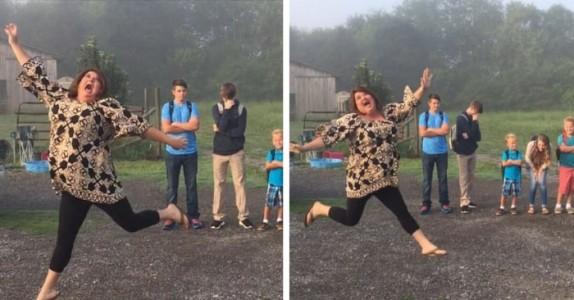 Den morsomme mammaen stiller opp sine 5 barn for den «pinligste fotograferingen» noensinne!