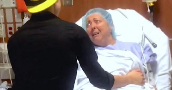 Sønnen venter til den nervøse moren er på vei inn til operasjon, før han forteller en STOR hemmelighet… WOW!