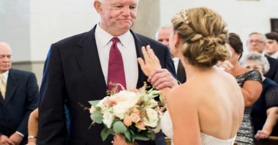 Hennes far ble drept for 10 år siden. Men vent til du ser hvem som dukker opp i bryllupet!