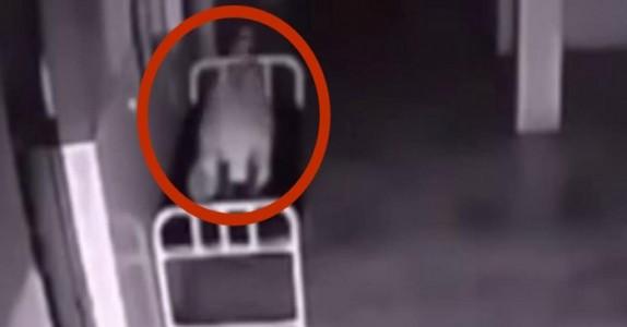Kvinnen dør på sykehus! Det overvåkningsvideoen filmer da, sender frysninger ned ryggen min!