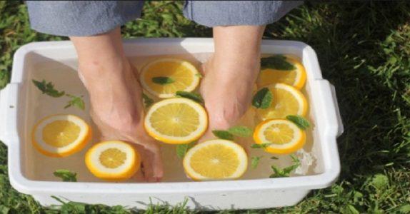 Dette skjer om du putter føttene i eplecider-eddik. Det er UTROLIG!