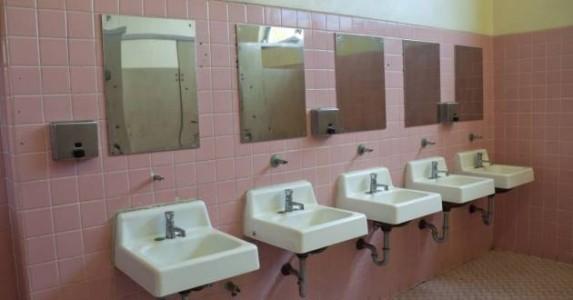 Vaktmesterens løsning på vandaliseringen av skolens toaletter er helt GENIAL!