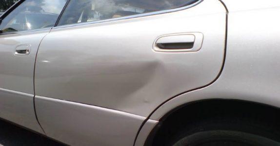 3-åringen bulket naboens bil – da fikk moren en overraskende regning