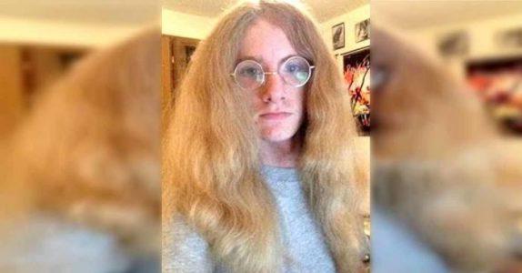 Tenåringen ønsket å klippe håret før skolestart. Men SE når han forlater frisørsalongen!