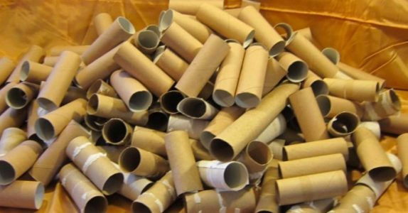 IKKE kast dine tomme toalettpapirruller! Her er smarte måter å bruke dem på istedet!