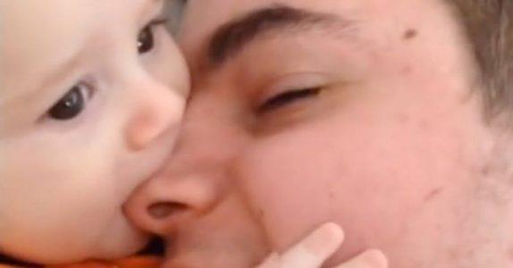 Faren leker med sønnen. Men når kameraer zoomer ut? Jeg fikk HAKESLEPP!