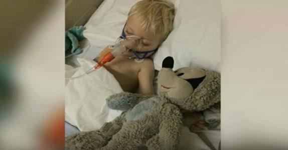 Familien døper sønnen før de slår av respiratoren. Da ser legene ham VÅKNE!