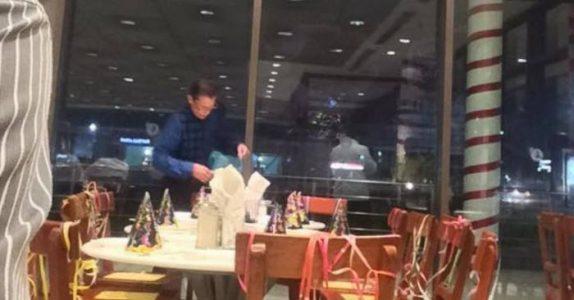 Mannen på restauranten venter forgjeves på gjestene til bursdagsselskapet hans. Når de ikke dukker opp skjer DETTE!