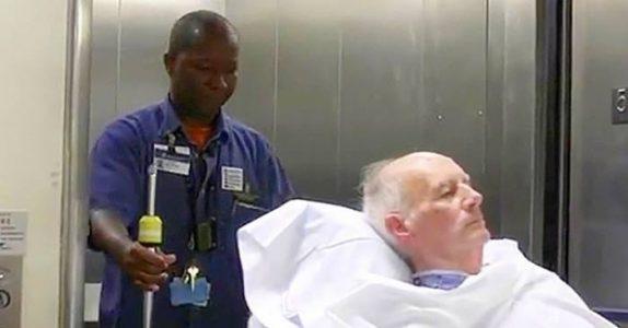 Han skal bare ta med pasientene til rommene. Men det kameraet fanger sprer seg som ild i tørt gress!