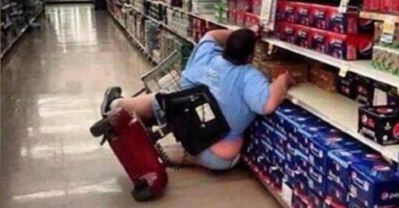 34-åringen faller ut av rullestollen på butikken, og alle ler av henne. 5 år senere deler hun en trist hemmelighet!