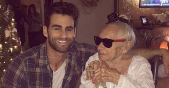 Da 89-åringen vinket til ham for 4 år siden, kunne hun ALDRI forestille seg hva som ble satt i bevegelse!