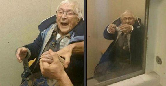Politimannen setter håndjern på 99-åringen og hiver henne i en celle. Hennes reaksjon? Jeg ler så tårene triller!