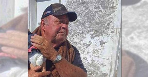 Lastebilsjåføren tar med seg «barnebarnet» sitt på jobb. Og folk kan ikke gjøre annet enn å stirre på henne!