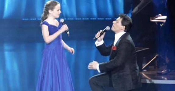 Den 12 år gamle jenta gjør operastjernen svak i knærne. Etter 57 sekunder skjønner du hvorfor!