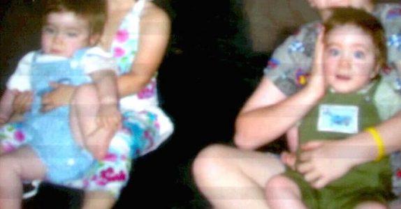 Moren får identiske tvillinger. Men 9 år senere oppdager hun noe SJOKKERENDE!